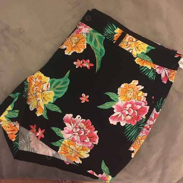Old Navy Floral Printed Shorts    photo two