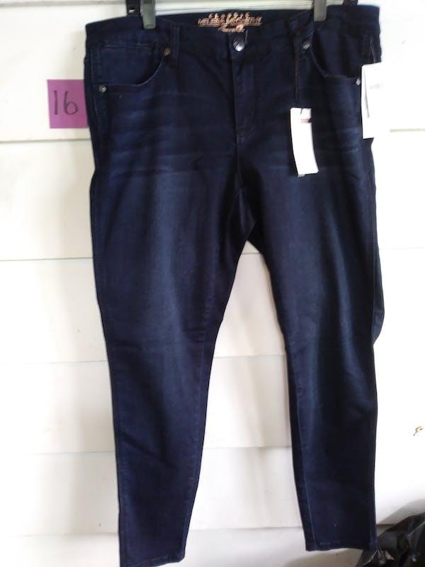 Melissa McCarthy Skinny jeans