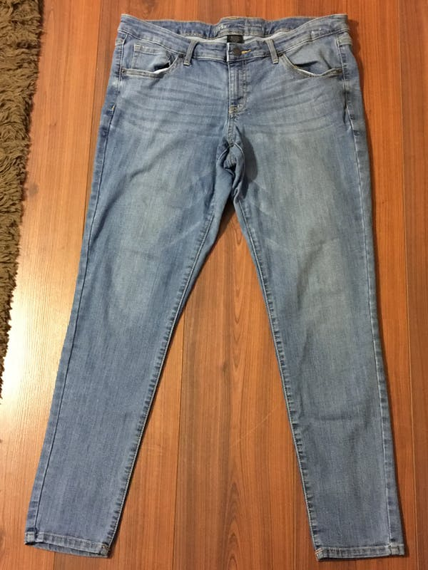 Mossimo Supply Co Light wash skinny jeans